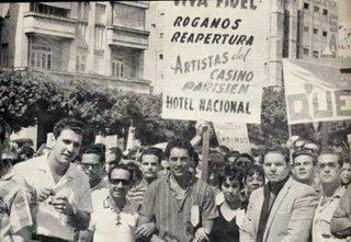 manifestantes_contra_el_cierre_de_casinos_y_locales_decretado_por_fidel_castro