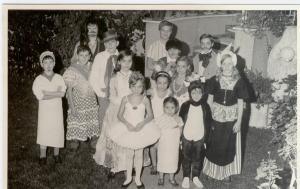 Oct 1968 fiesta disfraces en casa de AD