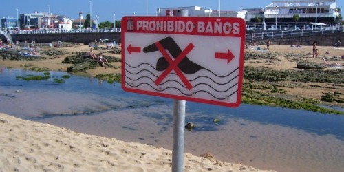 playa-san-lorenzo-senal-prohibido-bano-08-2010-600px