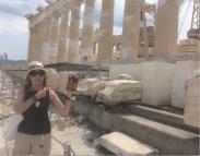 Bego señalando Platón Partenón sin editar2