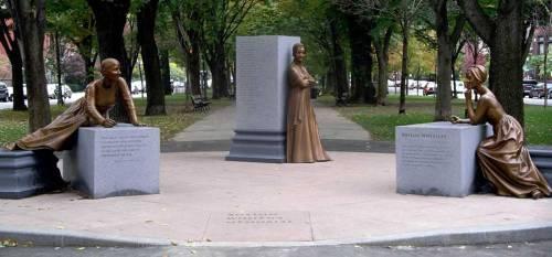 Boston Women's Memorial- Lucy Stone, Abigail Adams y Phillis Wheatley