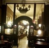 Interior desde salón figuras