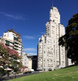 San Martín edificios desde parque
