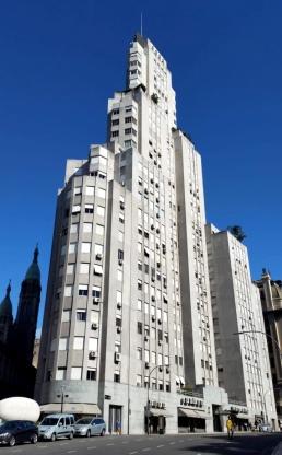 San Martín rascacielos e iglesia